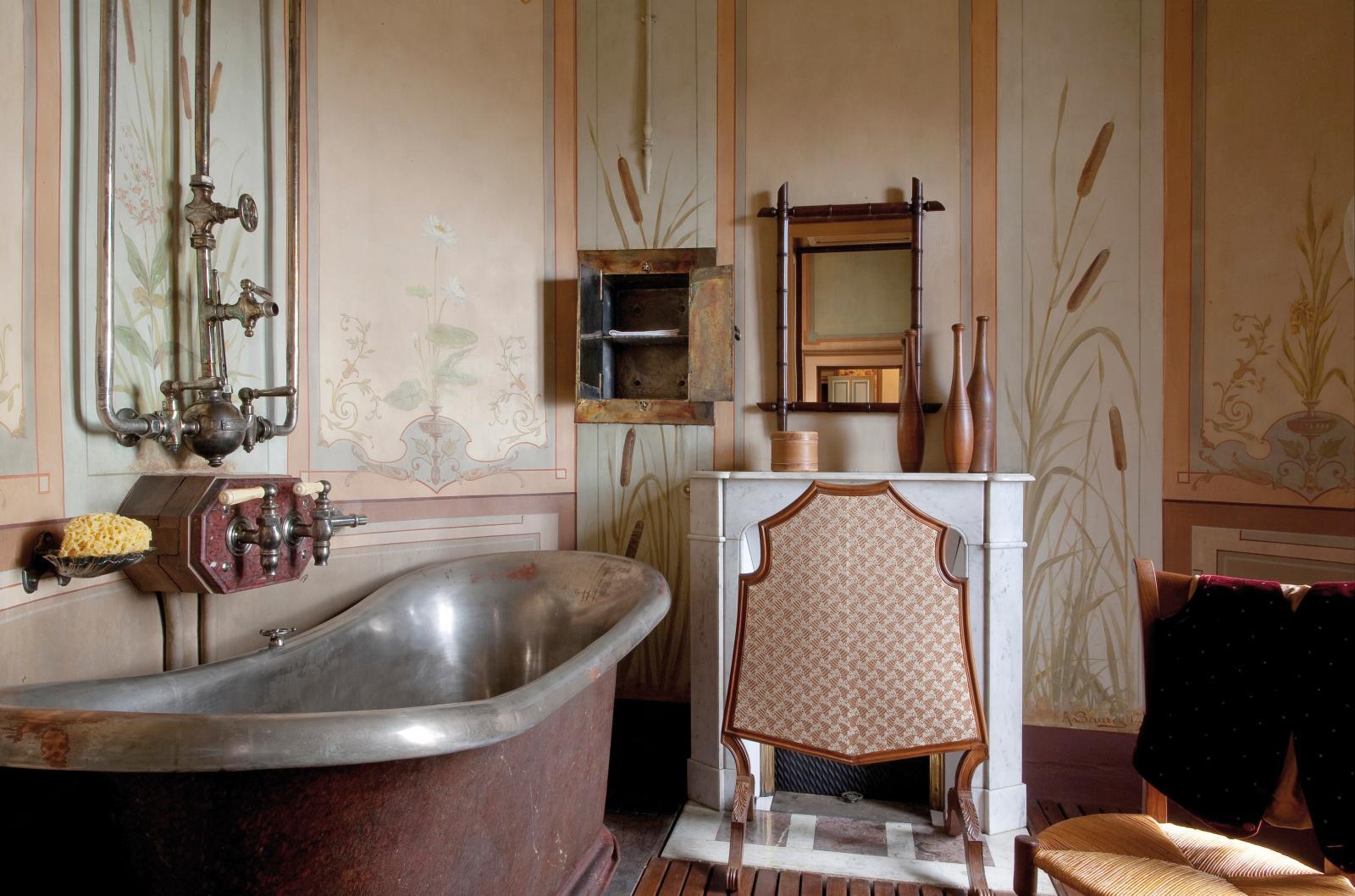 La salle de bains ultramoderne de Louis Mantin. Collection musée Anne-de-Beaujeu.