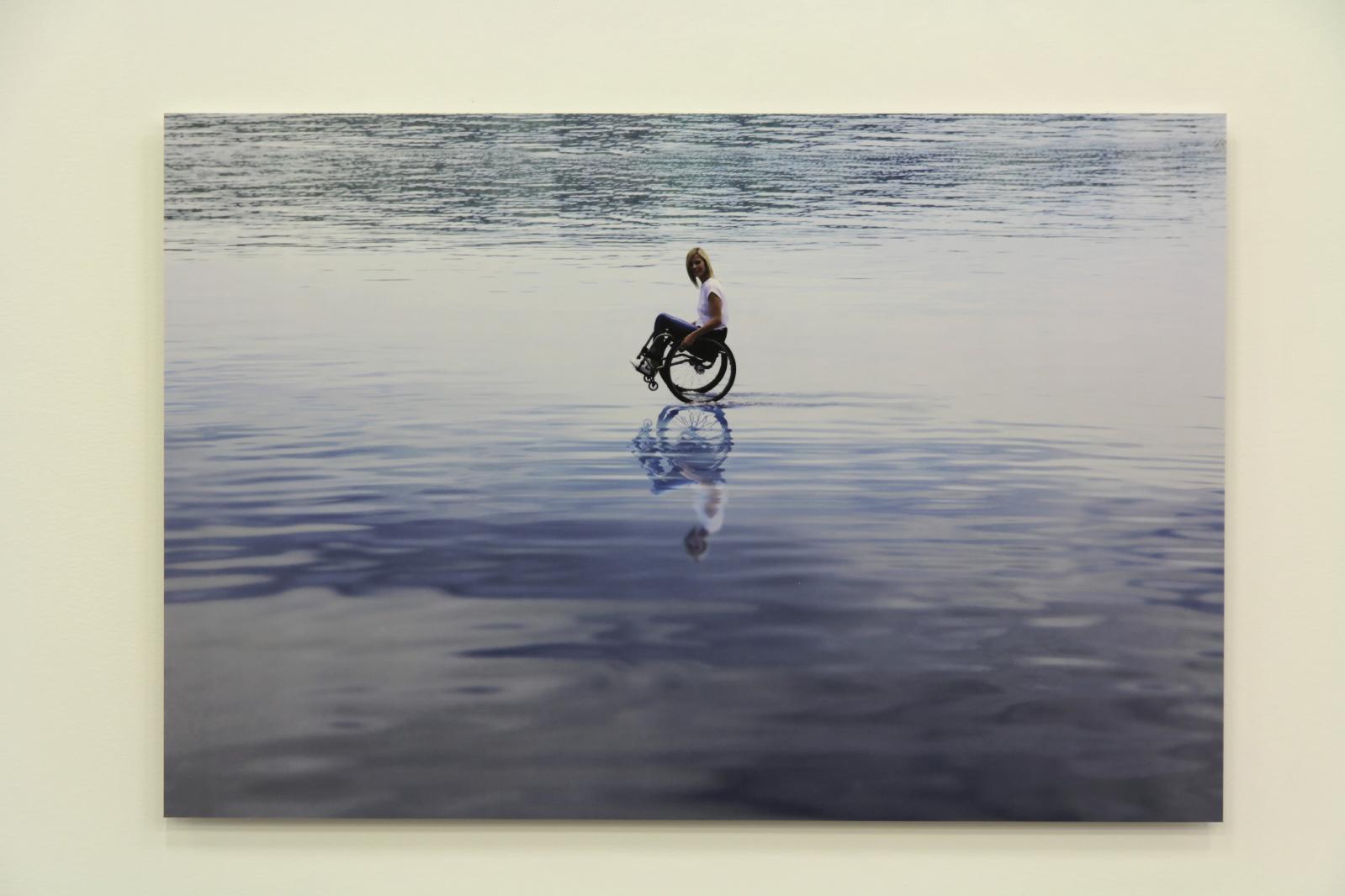 Performance imaginée par Maurizio Cattelan sur le lac de Zurich, telle qu'elle aurait dû être vue.