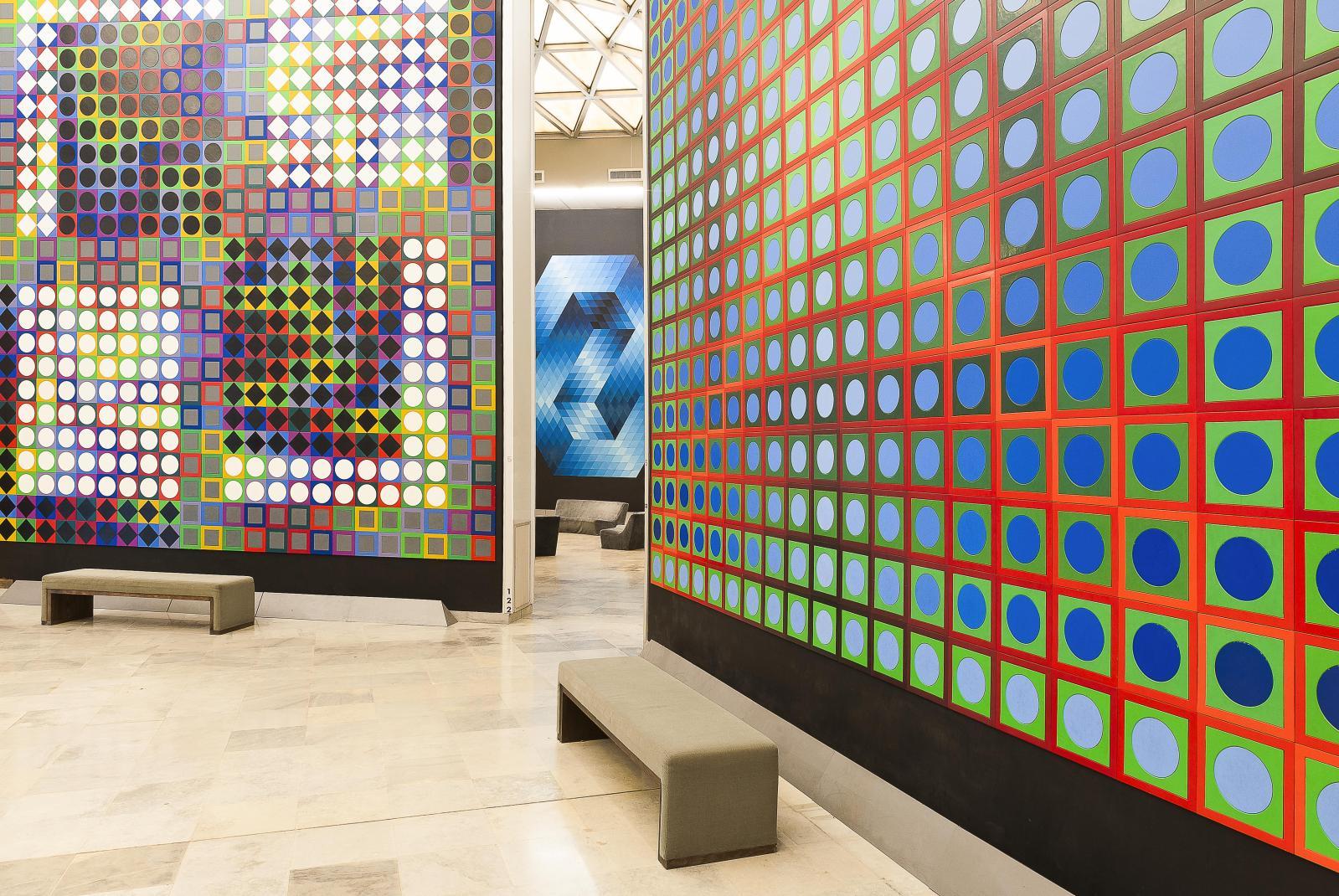 Our-M.C et Kezdi, 1965-1976 et 1966-1976, intégrations murales par cartons collés, 624x576cm et 570x570cm. Centre architectonique, salle5, Aix-