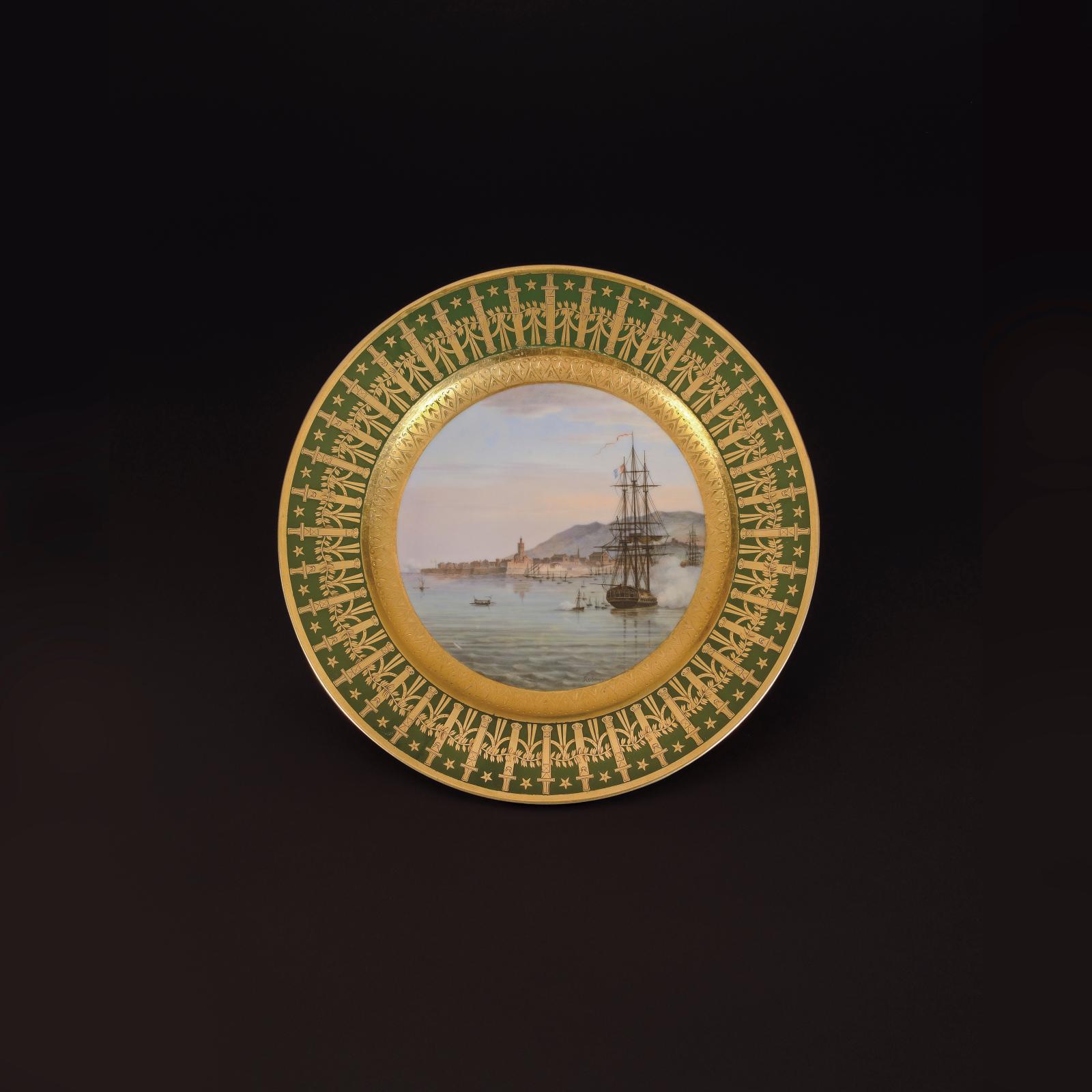 306250€ Manufacture impériale de Sèvres. Assiette à dessert du service particulier dit «des quartiers généraux» emporté par l'Empereur à Sainte-Hélè