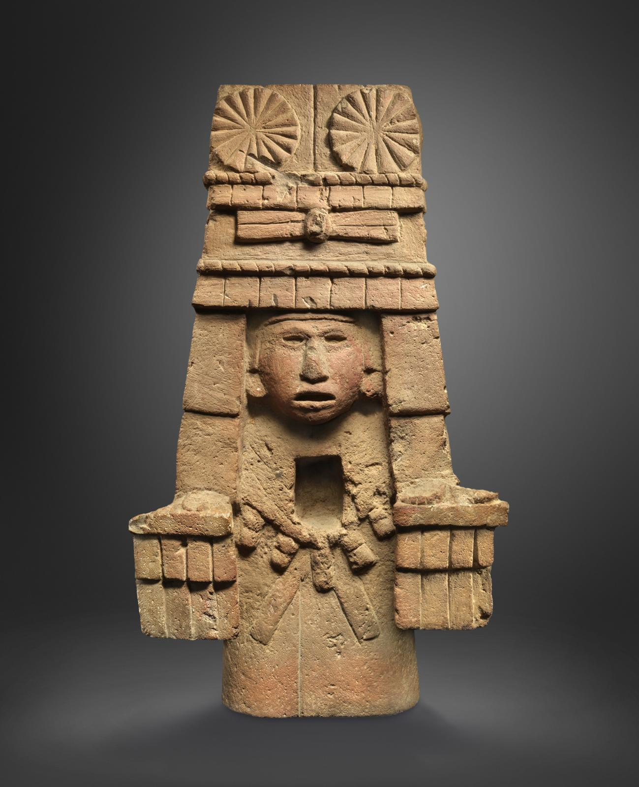 Mexique, Aztèque, 1300-1521 apr.J.-C. Déesse du maïs, basalte rose, 55x32,5x16cm.