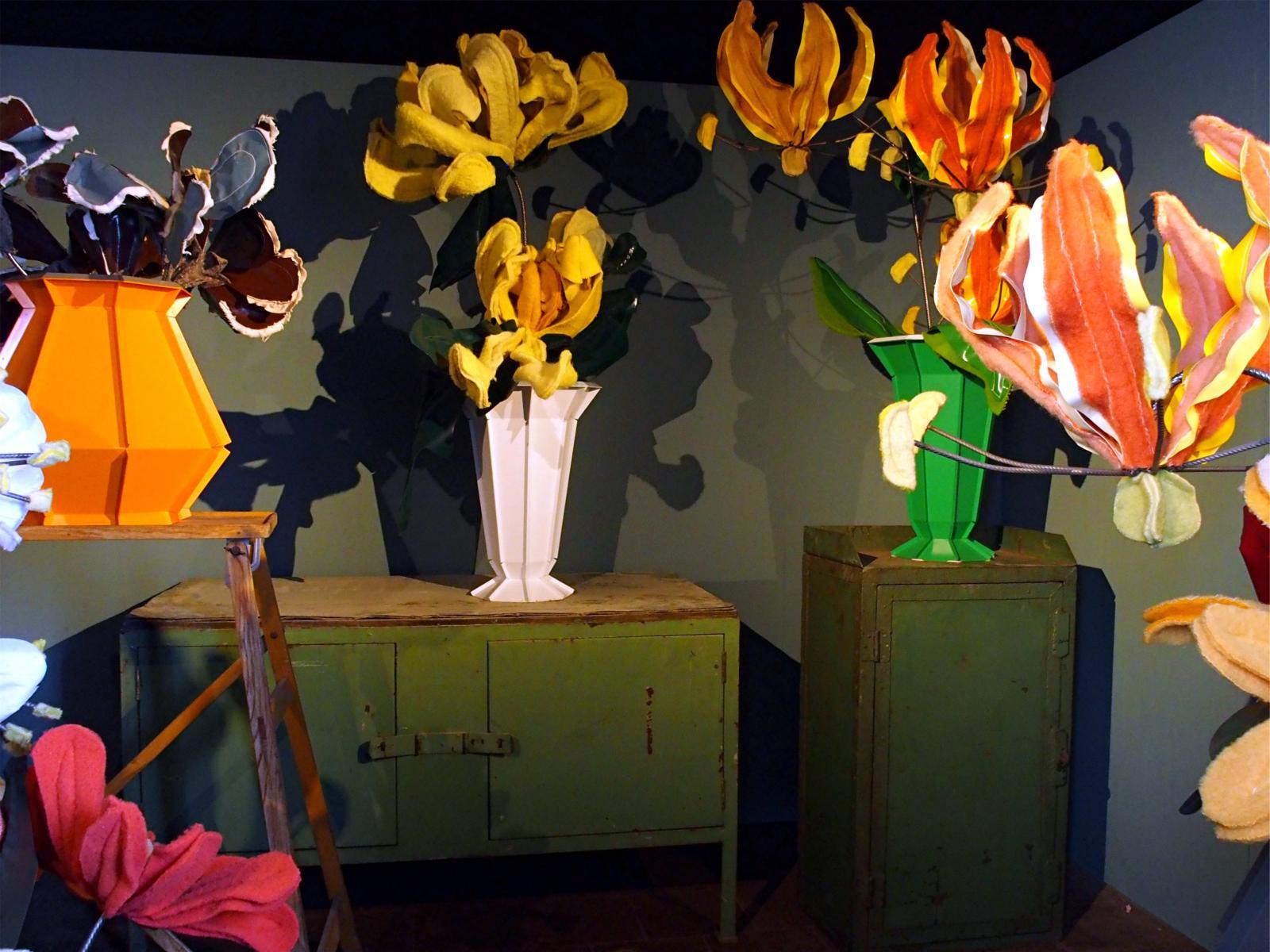 «Flowers arrangements», de Linda Nieuwstad (née en 1974), invitée dans le concept-store de Piet HeinEek.