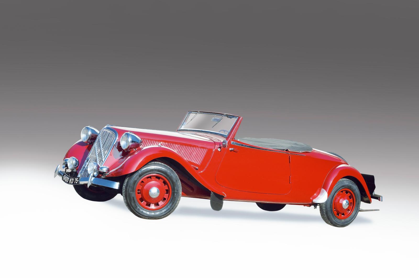 Citroën Traction 15/6cabriolet, 1939, châssis n°1846075. Fontainebleau, 15mars2015. OsenatOVV Adjugé: 612440€
