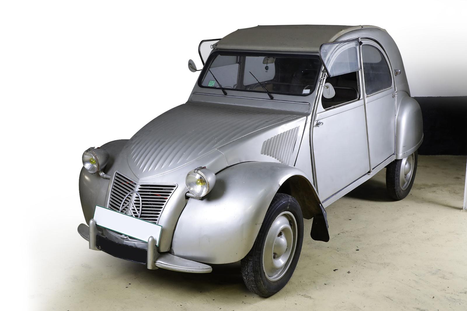 Citroën 2CV typeA, 1949, n°19018, châssis n°000458. Fontainebleau, 20janvier 2018. OsenatOVV. Adjugé: 75600€