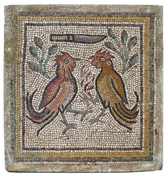 625€Moyen-Orient, Vesiècle. Panneau rectangulaire en mosaïque de pierres de couleur représentant deux perroquets avec branchages fleuris, 77x73cm