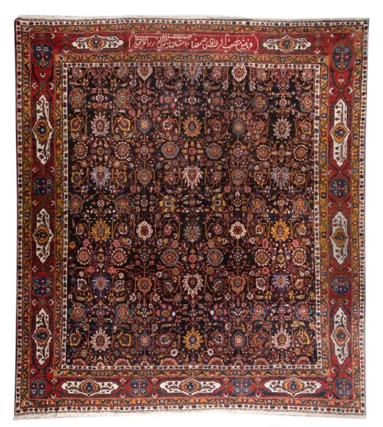 24531€Sud du centre de la Perse, tapis bakhtiar de «Khan», Chahar Mahal, daté 1330 de l'Hégire (1912), 528x480cm. Marseille, 18juin 2015.Leclere