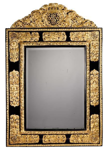 18675€Époque LouisXIV. Miroir en bois noirci et cuivre repoussé, 150x101cm. Drouot, 22mars 2013.Europ AuctionOVV.