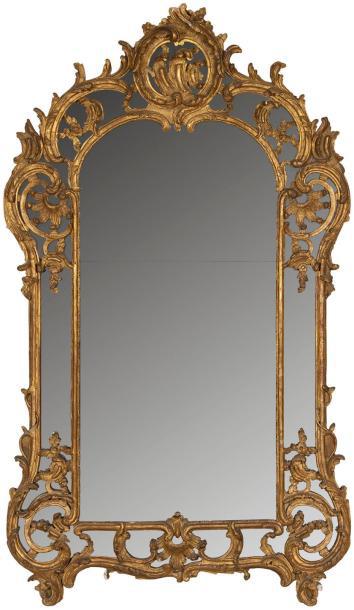 8750€Époque LouisXV. Miroir en bois doré, 187x110cm. Drouot, 12mars 2014.AderOVV.