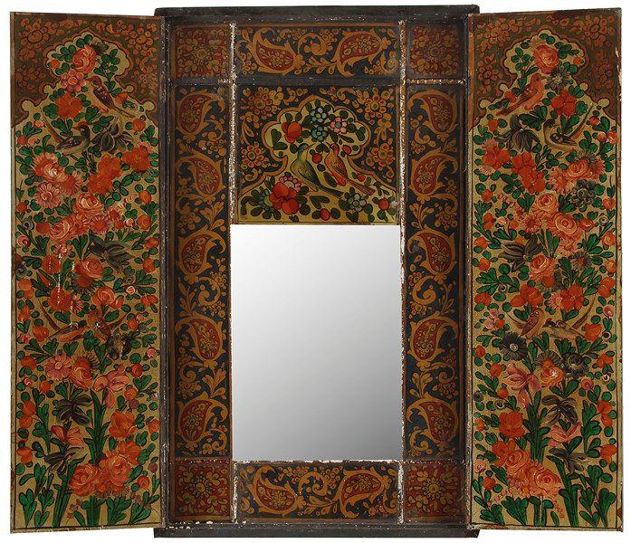 350€Iran qâdjâr, fin du XIXe siècle. Panneau rectangulaire à deux battants ouvrant sur un miroir, bois peint, 83,5x51,5cm. Drouot, 28mai 2014.Ade