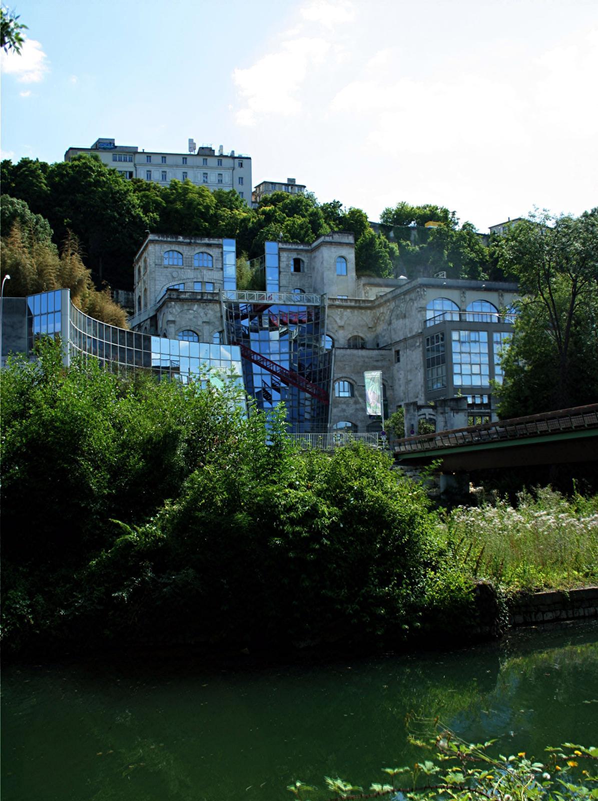 Cité de la bande dessinée et de l'image d'Angoulême.