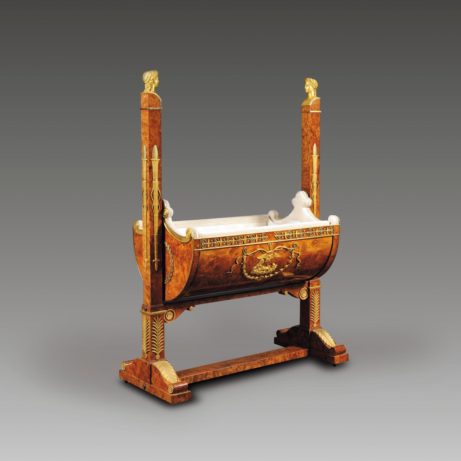 257600€ F.-H.-G. Jacob-Desmalter, d'après les dessins de C.Percier. Bercelonnette en placage de loupe d'orme, richement décorée de bronzes ciselés