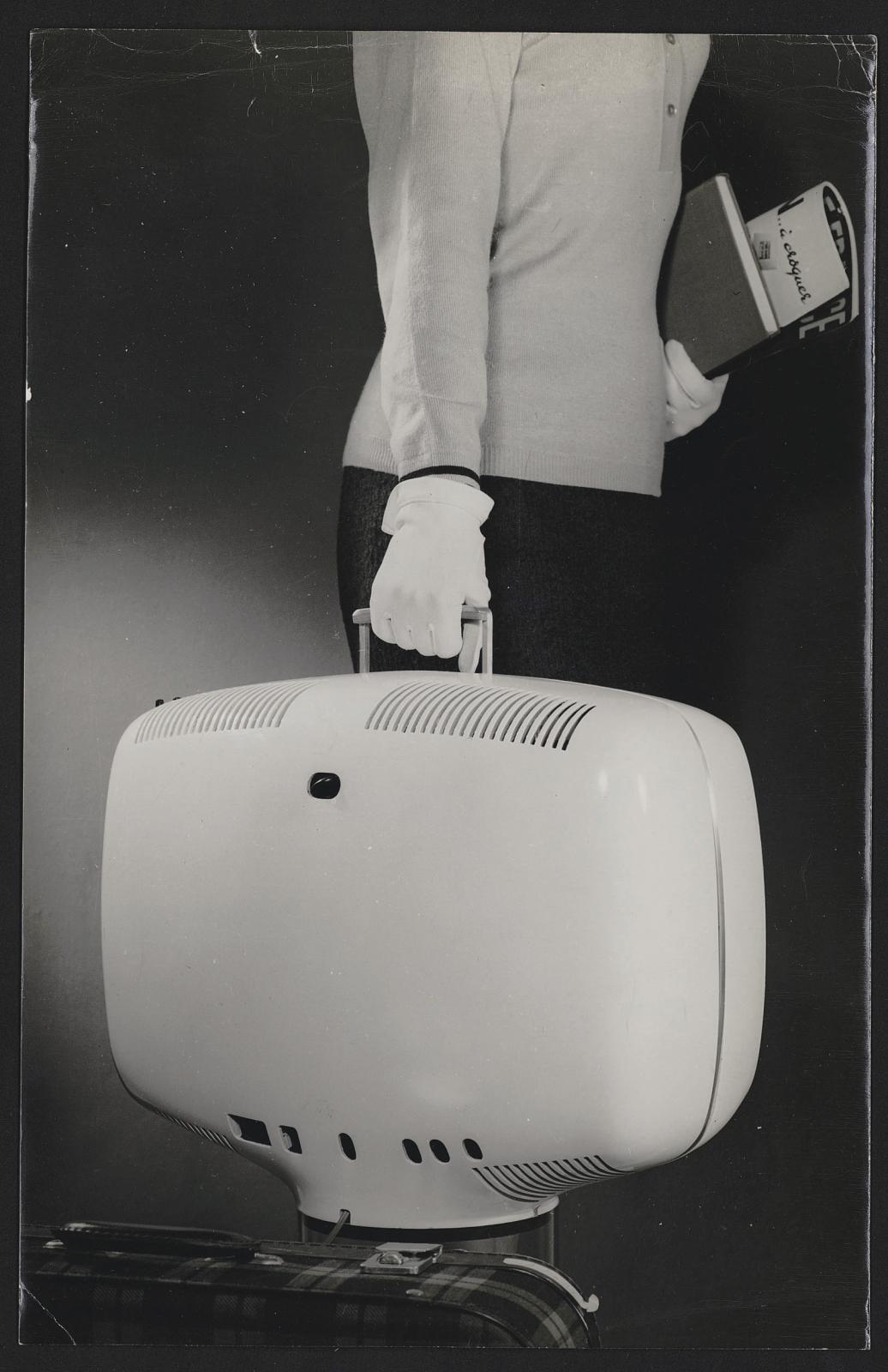 Téléviseur portatif P111, Téléavia, 1963.