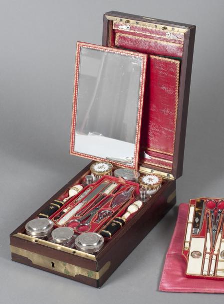 4375€Paris, Fabrique de Crenet Fils, nécessaire de voyage du général Henri-Gatien Bertrand (1773-1844), 1798-1809, acajou, argent, acier, ivoire, éc