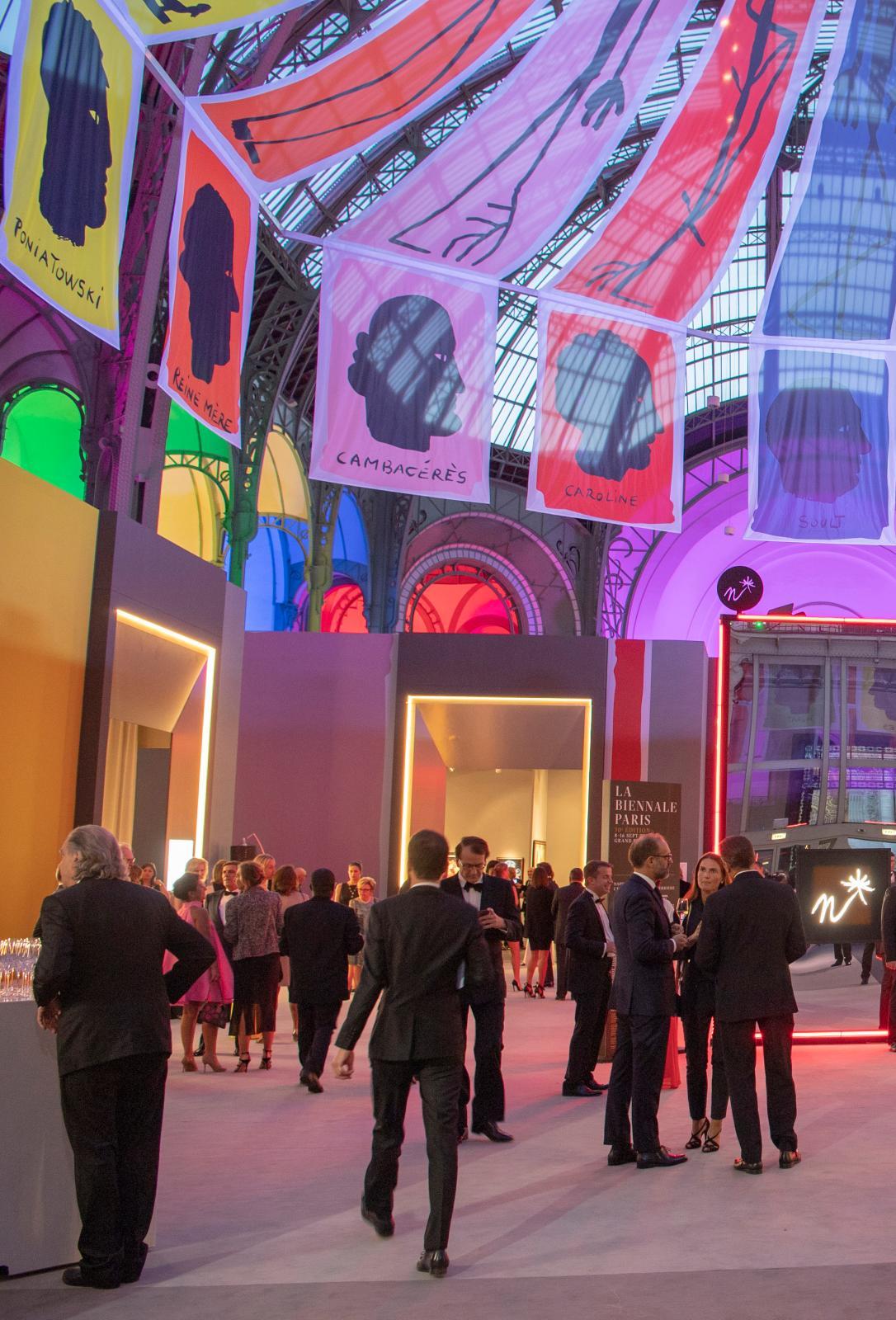 L'année dernière, quelques instants avant le dîner inaugural de la Biennale Paris.