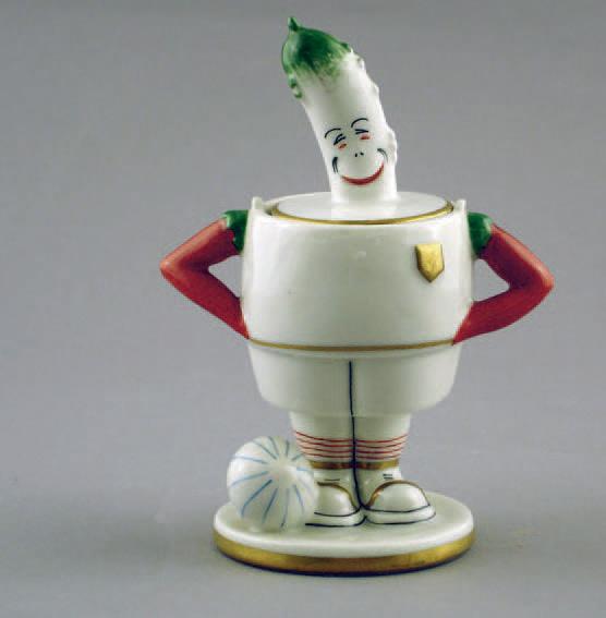 1 300 € frais compris. Robj, « cornichon footballeur », moutardier en céramique polychrome et dorée, signé, h. 15 cm. Drouot Richelieu, 16 juin 2006.