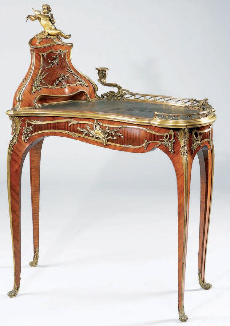235 880 € frais compris. François Linke, bureau dit bonheur-du-jour de forme rognon en placage de bois de satiné amarante et bois de rose, modèle créé