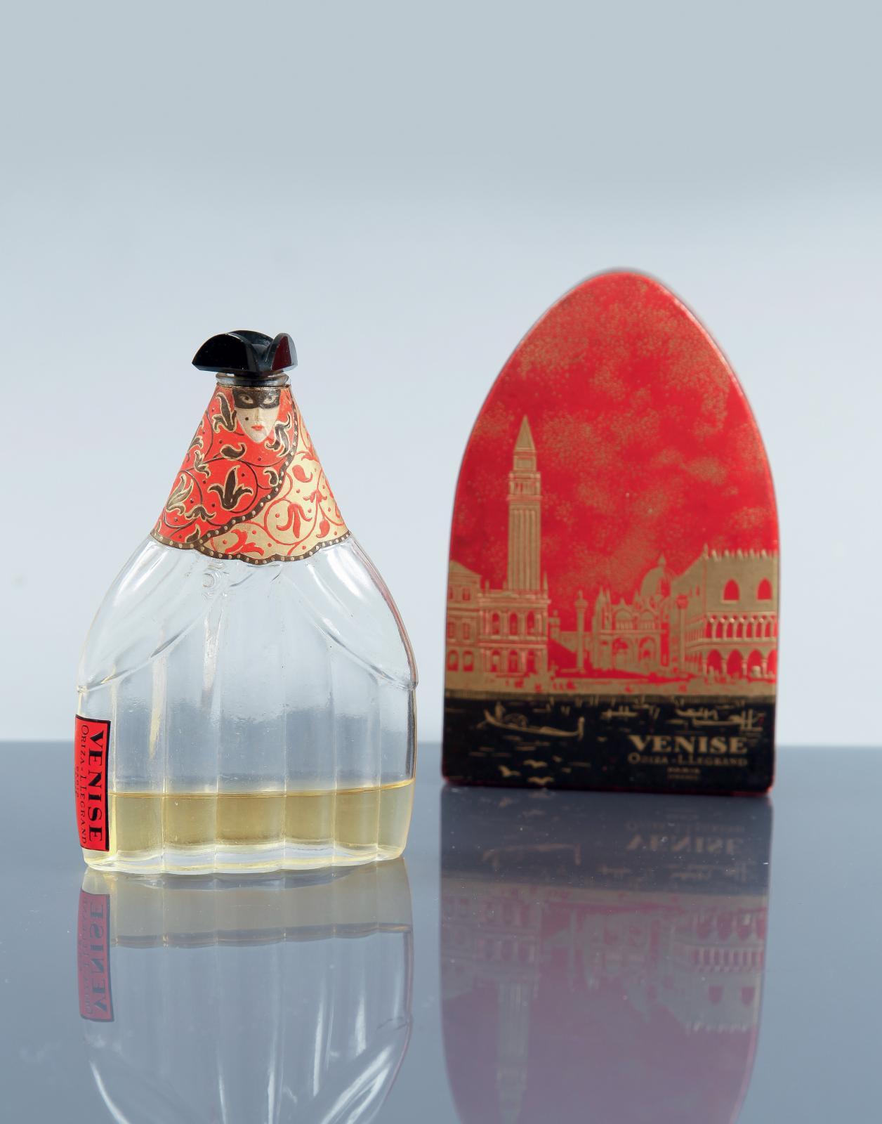 Oriza l.Legrand, Venise, 1925, flacon en verre bicolore, habillé de papier polychrome, bouchon en verre noir opaque, avec son étiquette et son étui d