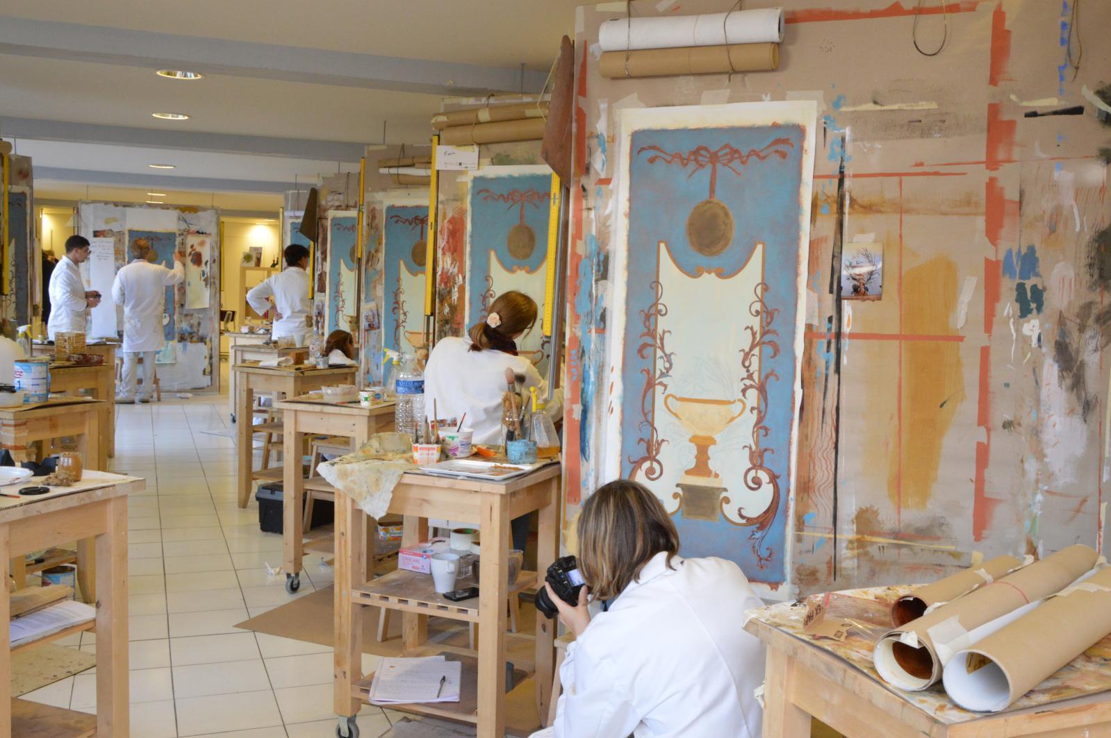 Atelier Jean Sablé, trompe-l'œil, peinture décorative et art mural, vue de l'école Jean Sablé, Versailles. DR