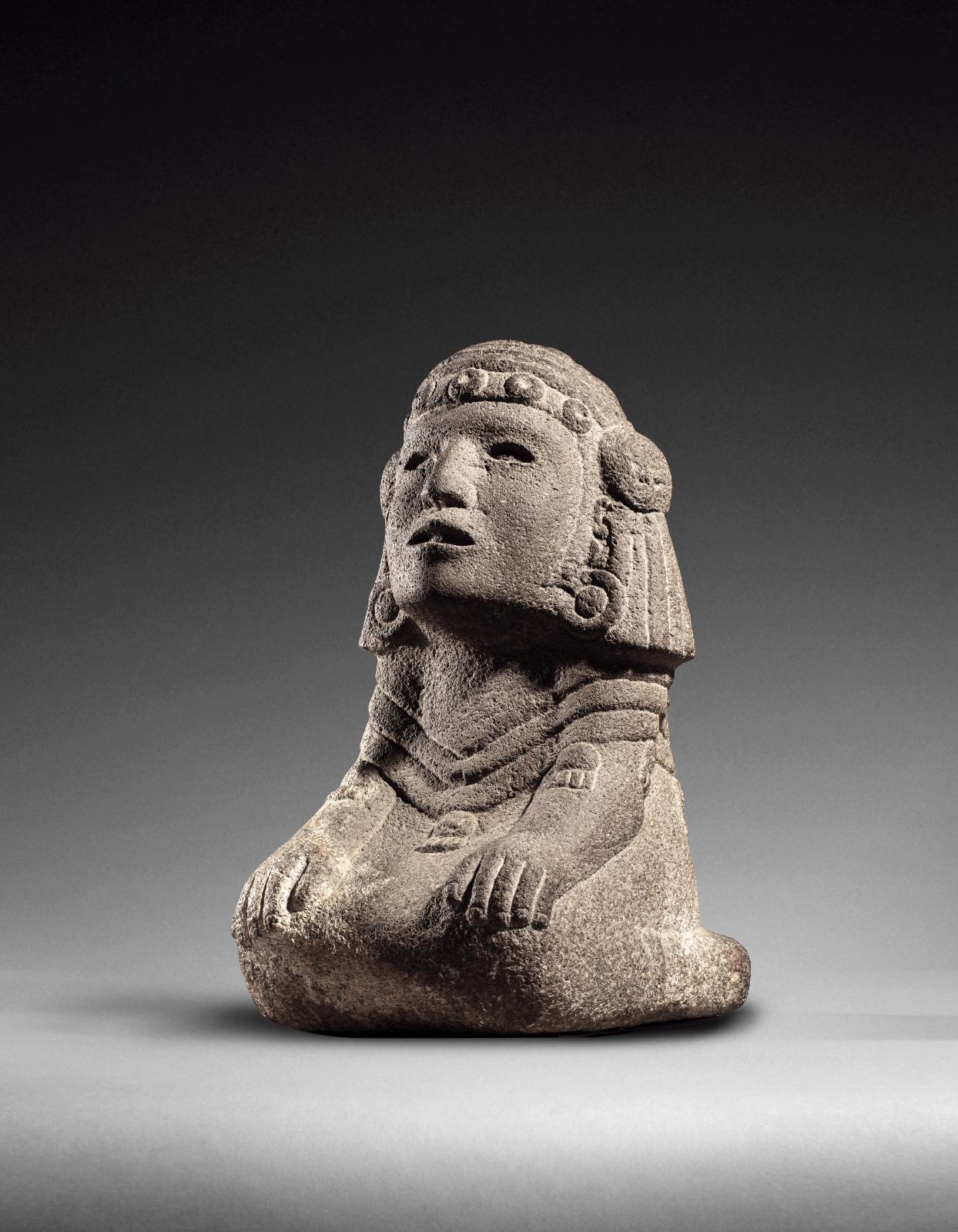 Mexique, culture aztèque, époque impériale (1350-1520). Chalchiuhtlicue, déesse de l'eau assise, pierre volcanique sculptée et polie, traces de polych