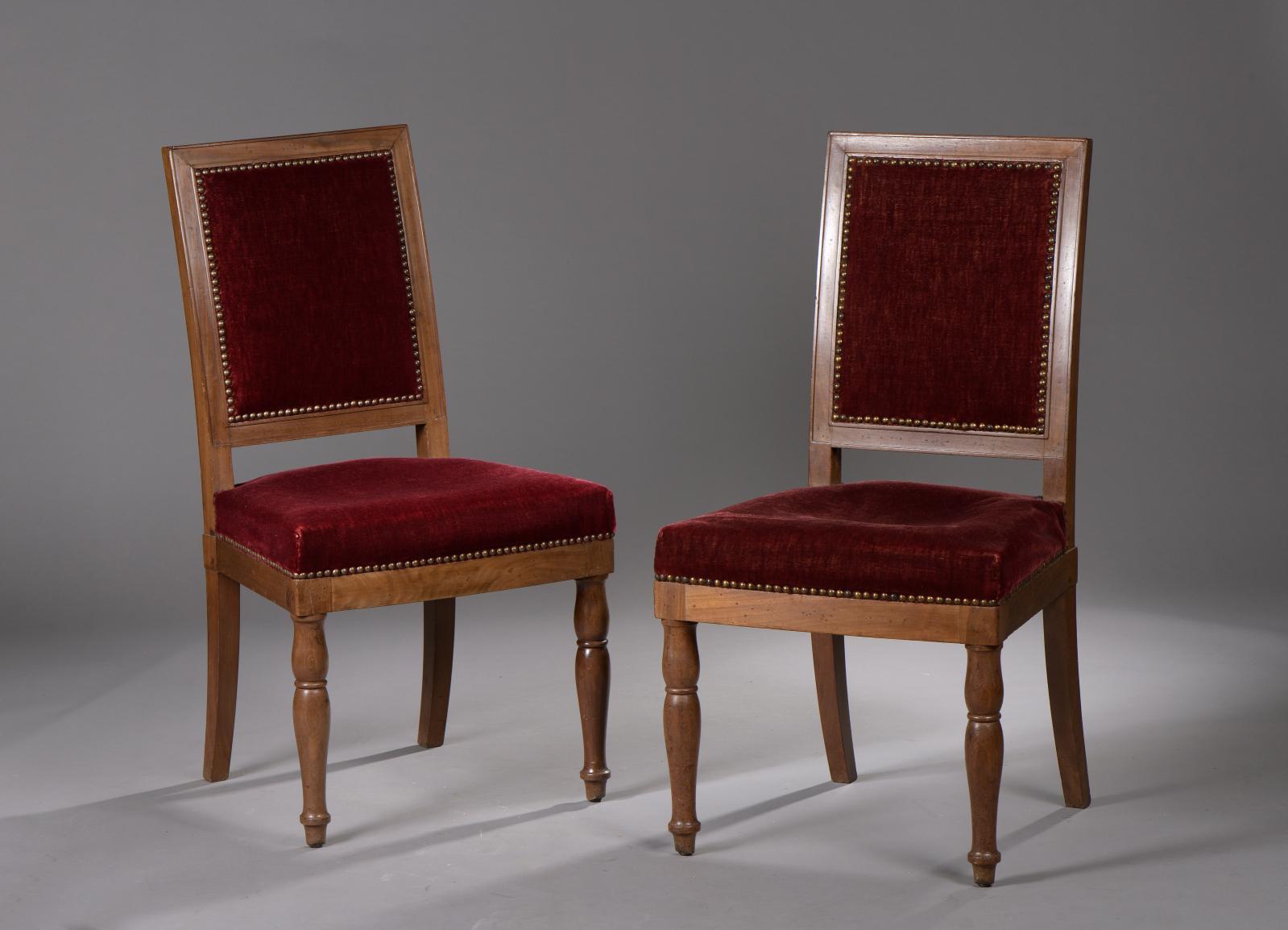 Ensemble de 24 chaises en acajou et placage d'acajou, l'une estampillée Jacob D.R.Meslée, trois d'époque Empire avec marque du Palais Royal, 21esta