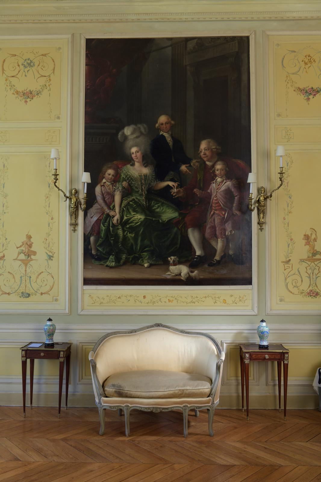 École de Madrid vers 1780, Portrait de famille, huile sur toile, 281,5 x 187 cm. Estimation: 16000/20000€