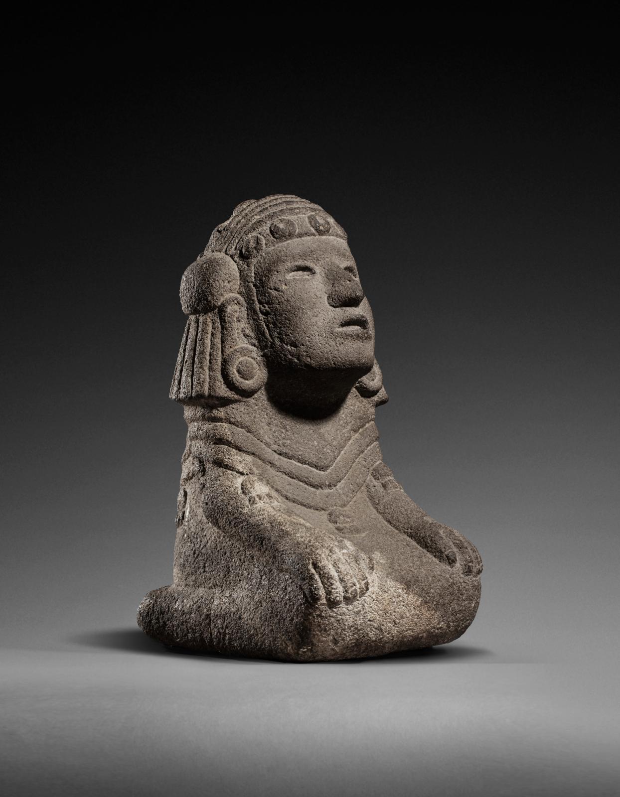 Mexique, culture aztèque, époque impériale (1350-1520), Chalchiuhtlicue, déesse de l'eau,pierre volcanique sculptée et polie, traces de po