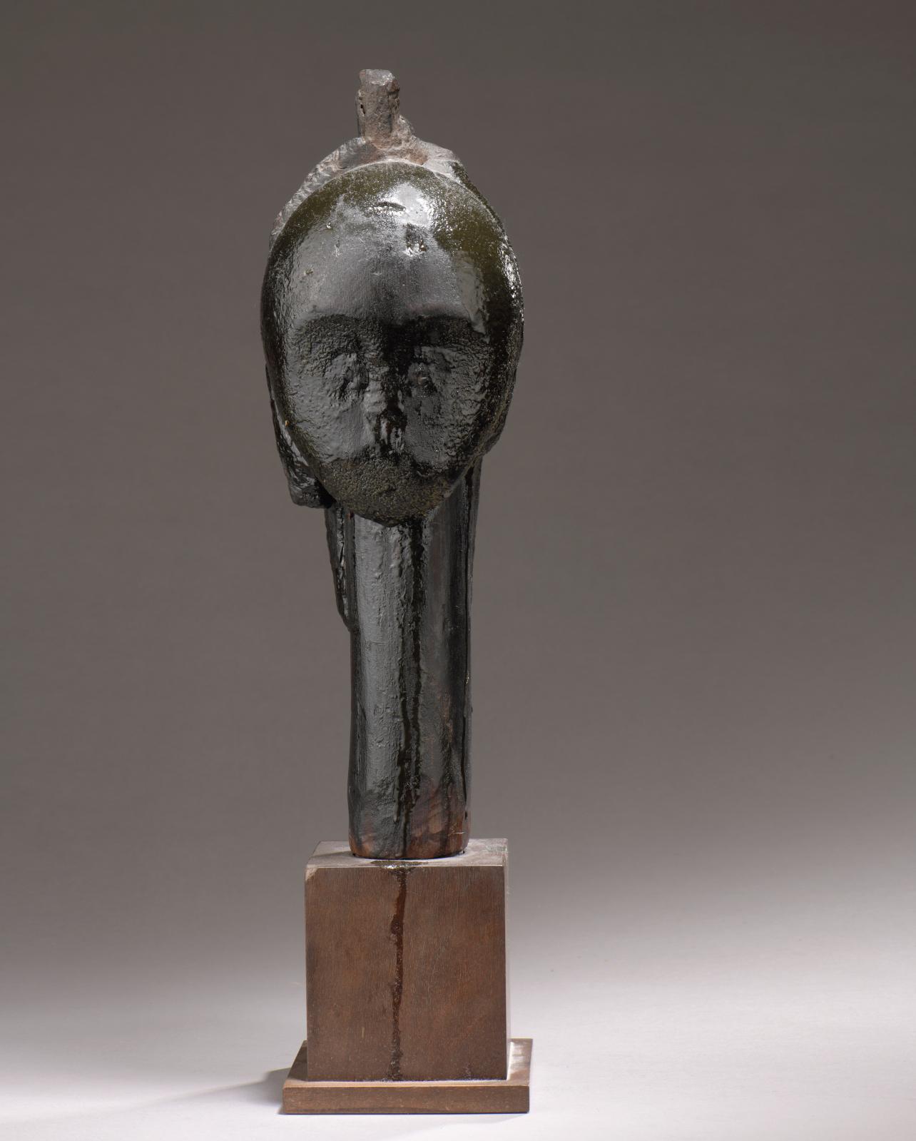 Tête fang, Gabon, bois, profonde patine suintante, h.42cm. Estimation: 50000/80000€
