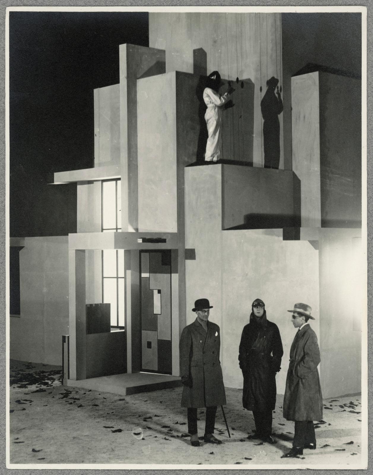 Robert Mallet-Stevens, Pierre Chareau, Fernand Léger, Marcel L'Herbier, Jaque Catelain, L'Inhumaine, 1923, sept tirages argentiques d'époq