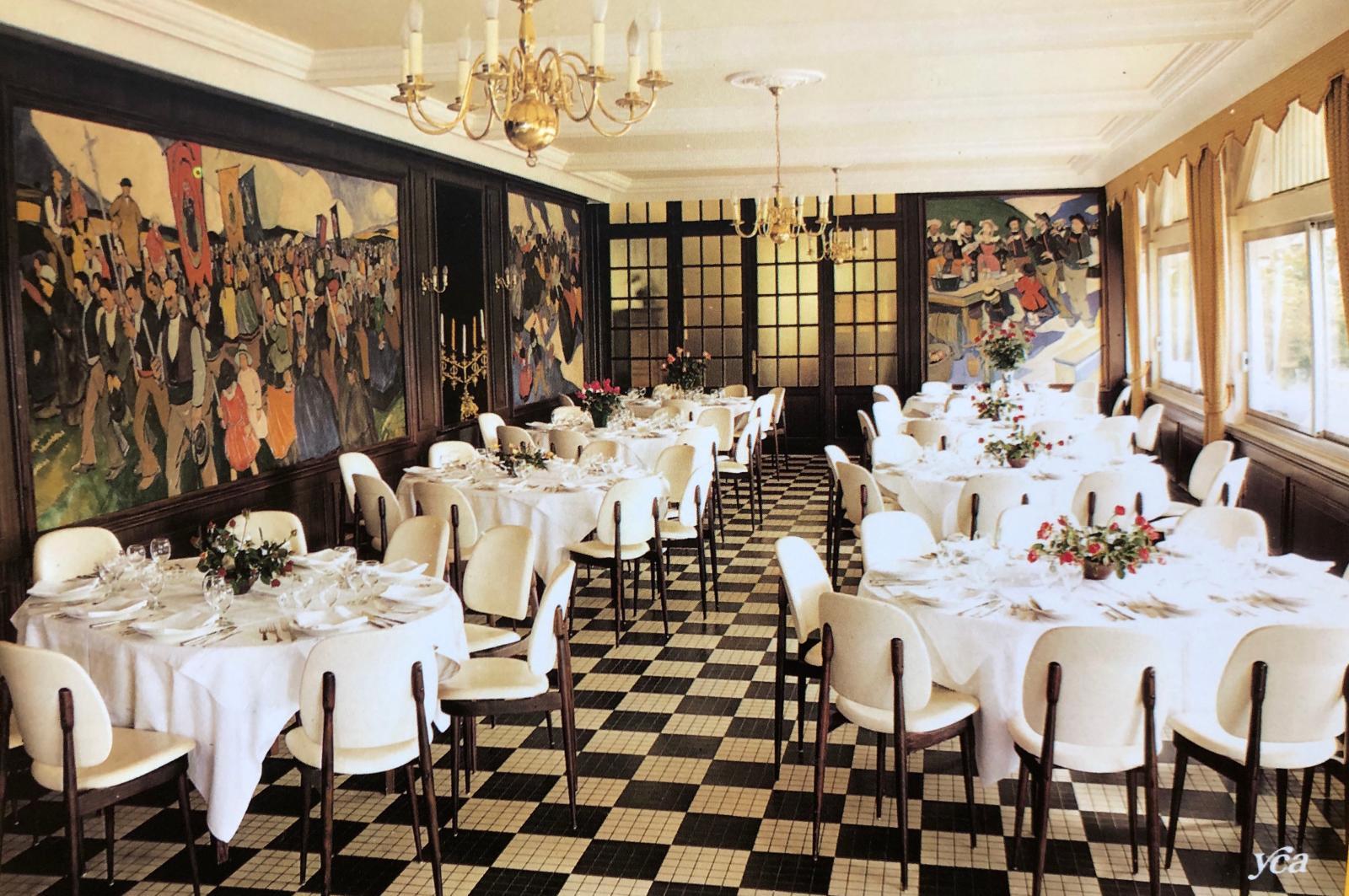 La salle à manger de l'hôtel Ker-Moor, Bénodet, carte postale des années 1960.