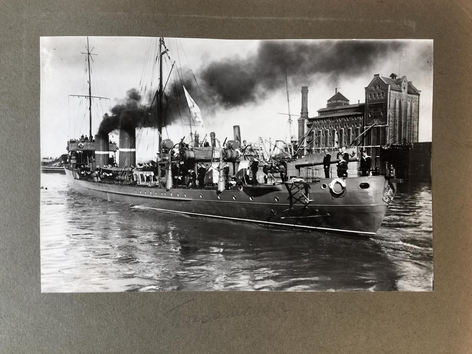 Amiral Alexandre Razvozov (1879-1920), album photo de l'équipage du Sébastopol, du cuirassier Rossya, du destroyer Pogranitchnik, du brise