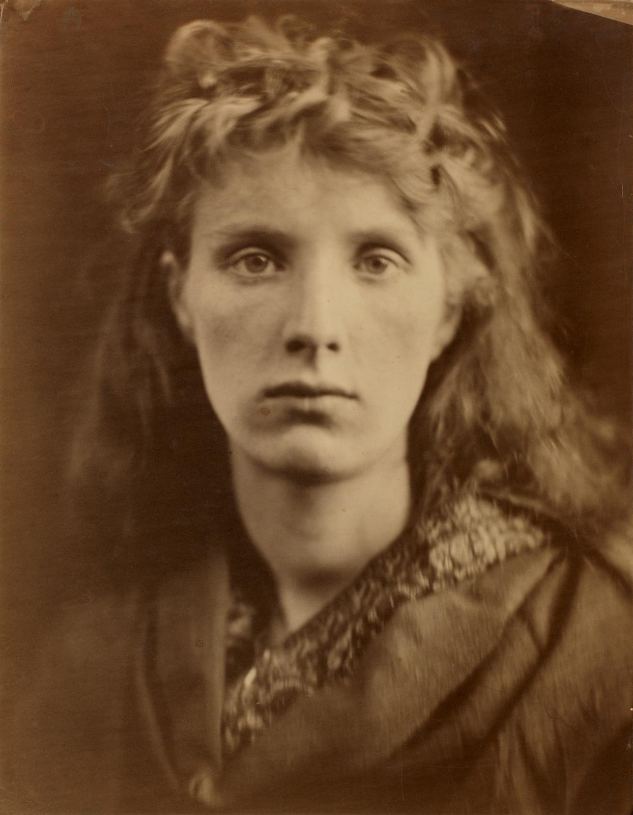 Julia Margaret Cameron(1815-1879), The Mountain Nymph, Sweet Liberty, 1866, photographie sur papier albuminé, 36,5x28,5cm.