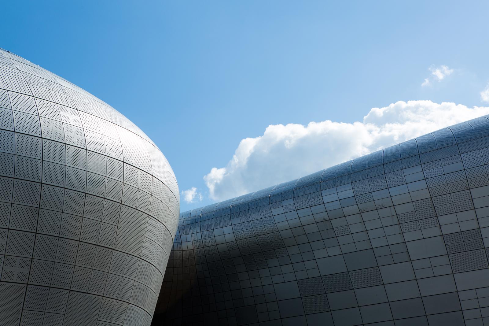 Les panneaux en aluminium du Dongdaemun Design Plaza, DDP.