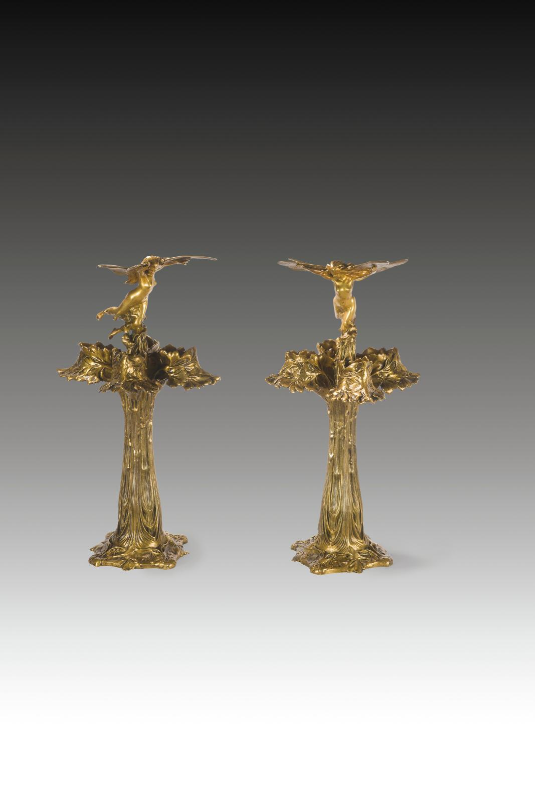 Raoul Larche (1860-1912), vers 1900, paire de lampes décoratives, Libellule, à quatre lumières chacune, épreuves en bronze doré, fondeur S