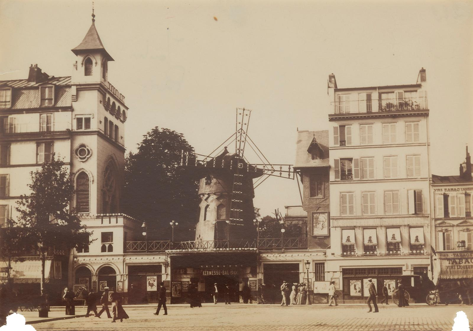 Ensemble de sept photographies de salles de spectacle parisiennes sur papier albuminé (le Moulin-Rouge reproduit), vers 1860-1890. Paris,