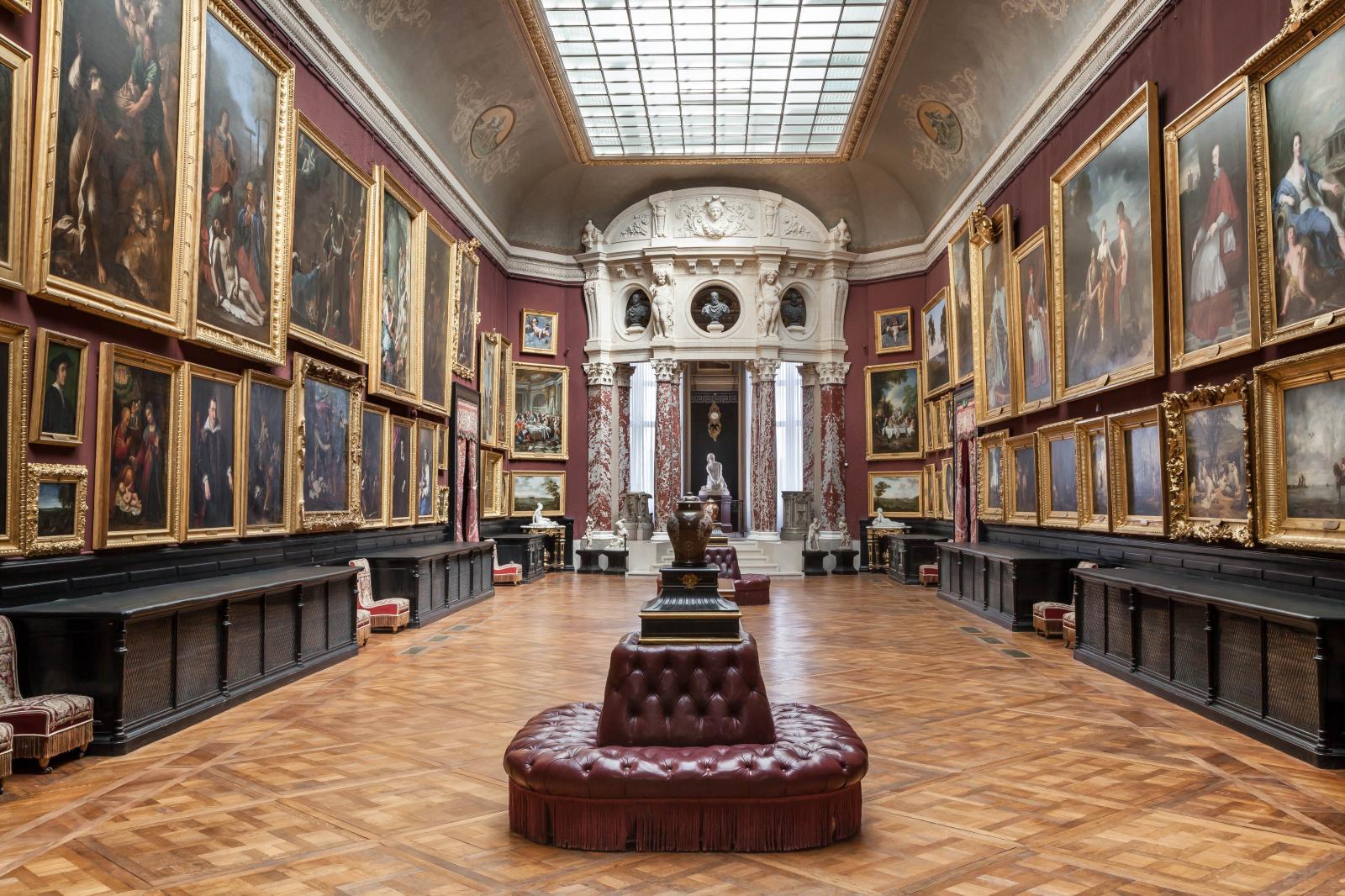 La Galerie de peinture et son accrochage respectant l'esprit originel du XIXesiècle. ©Sophie Lloyd