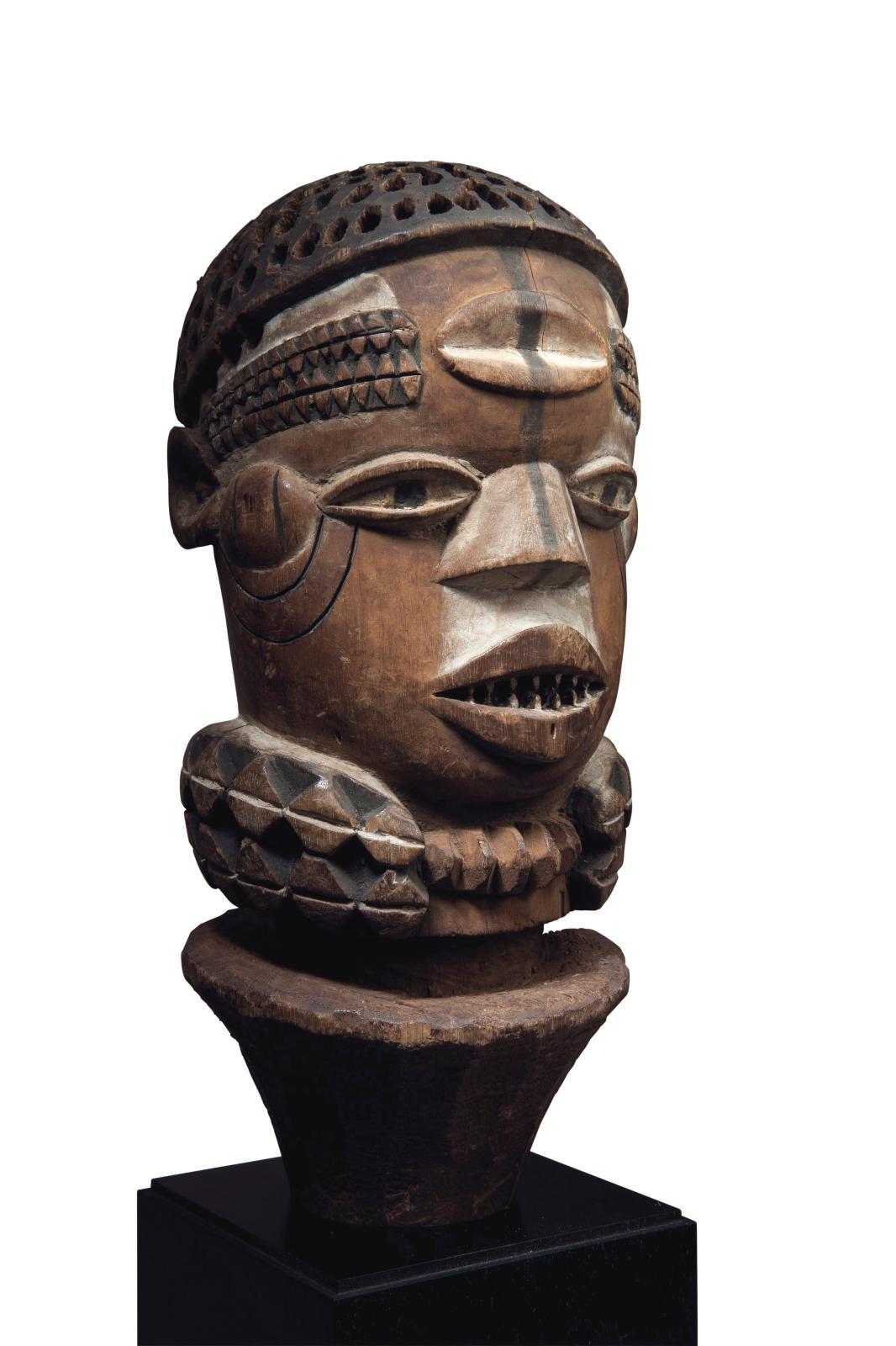 Tête kuyu (République du Congo), bois, h.28,5cm. Estimation: 60000/80000€
