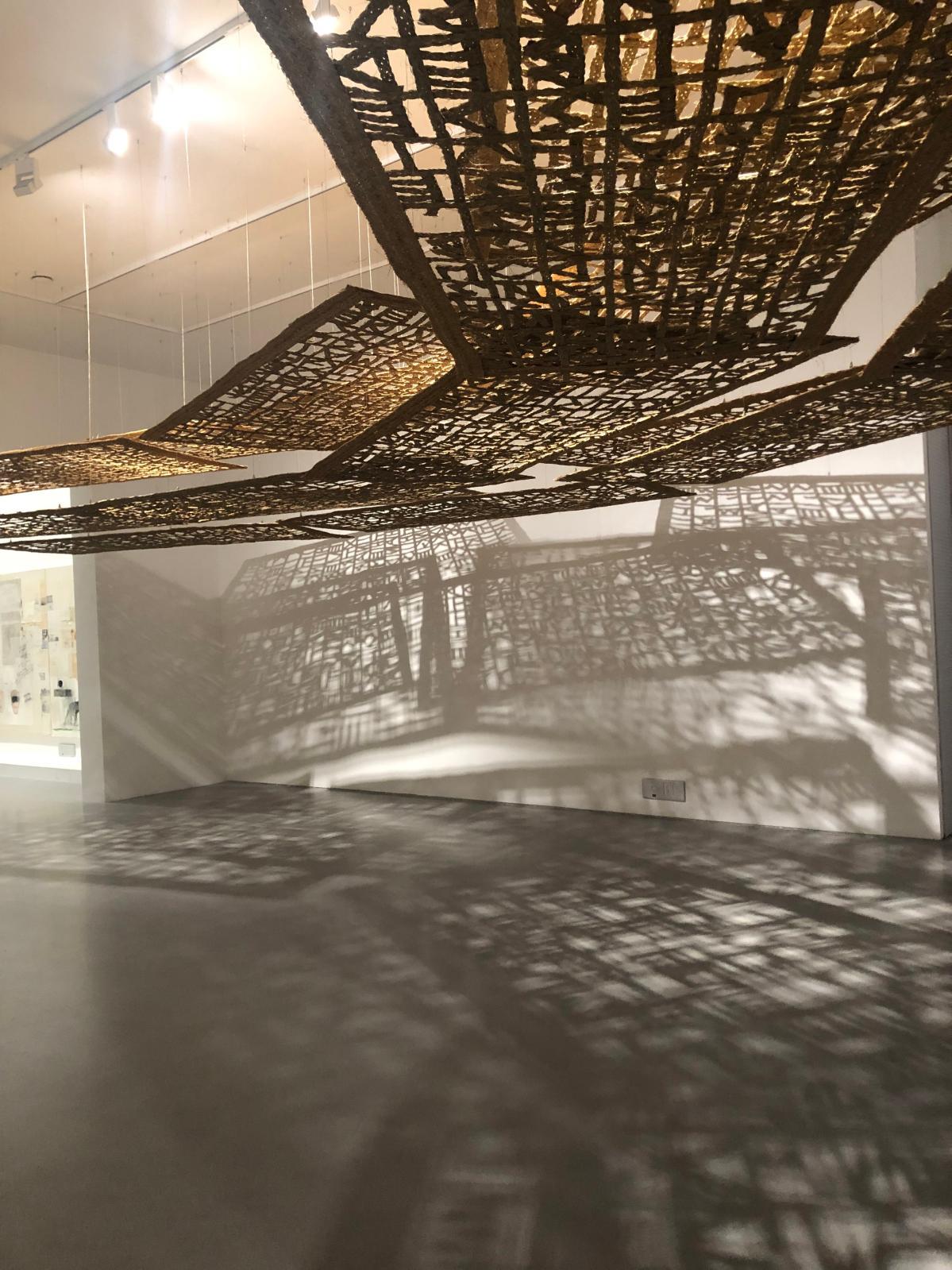 Cristina Iglesias, Untitled (Passage II), 2002, exposition « Shape of Time ». © Caroline BOUDEHEN