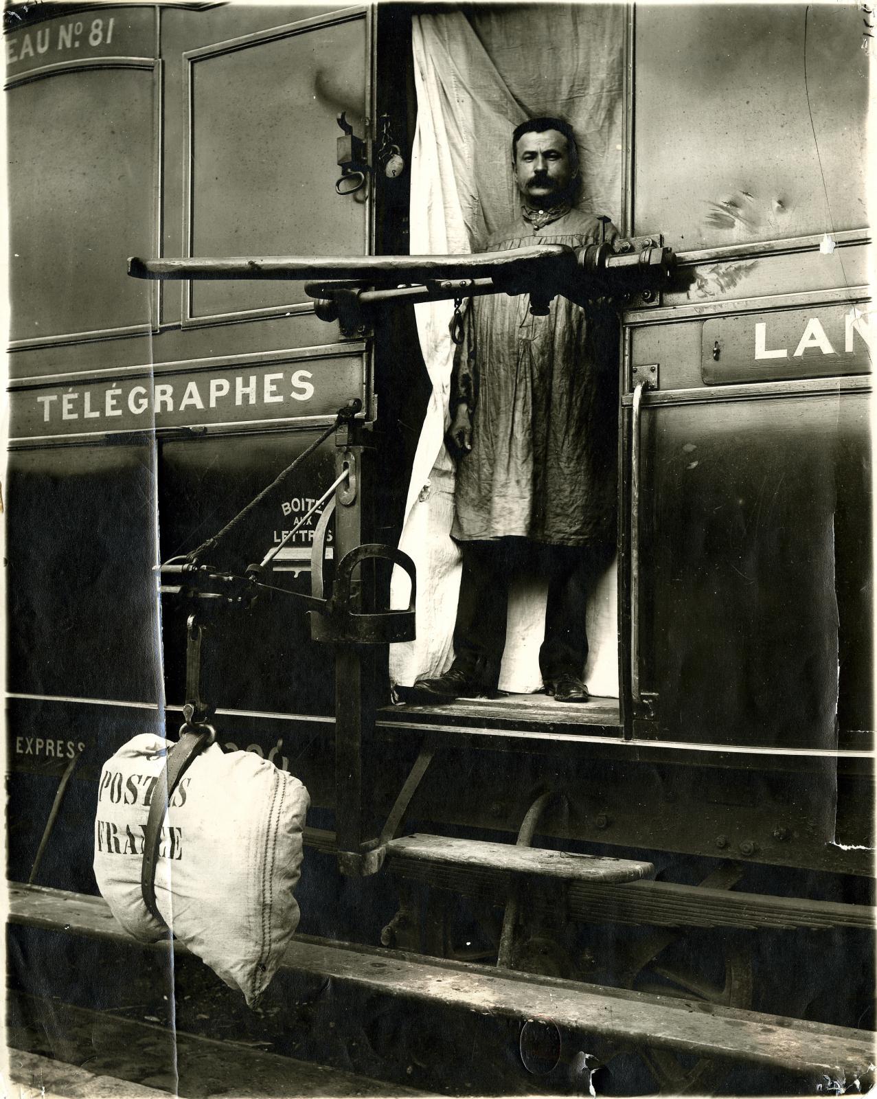 Essai d'échange de dépêches en route sur le trajet Paris-Langres, tirage argentique sur papier, 1884. ©Musée de LaPoste - LaPoste, 2020
