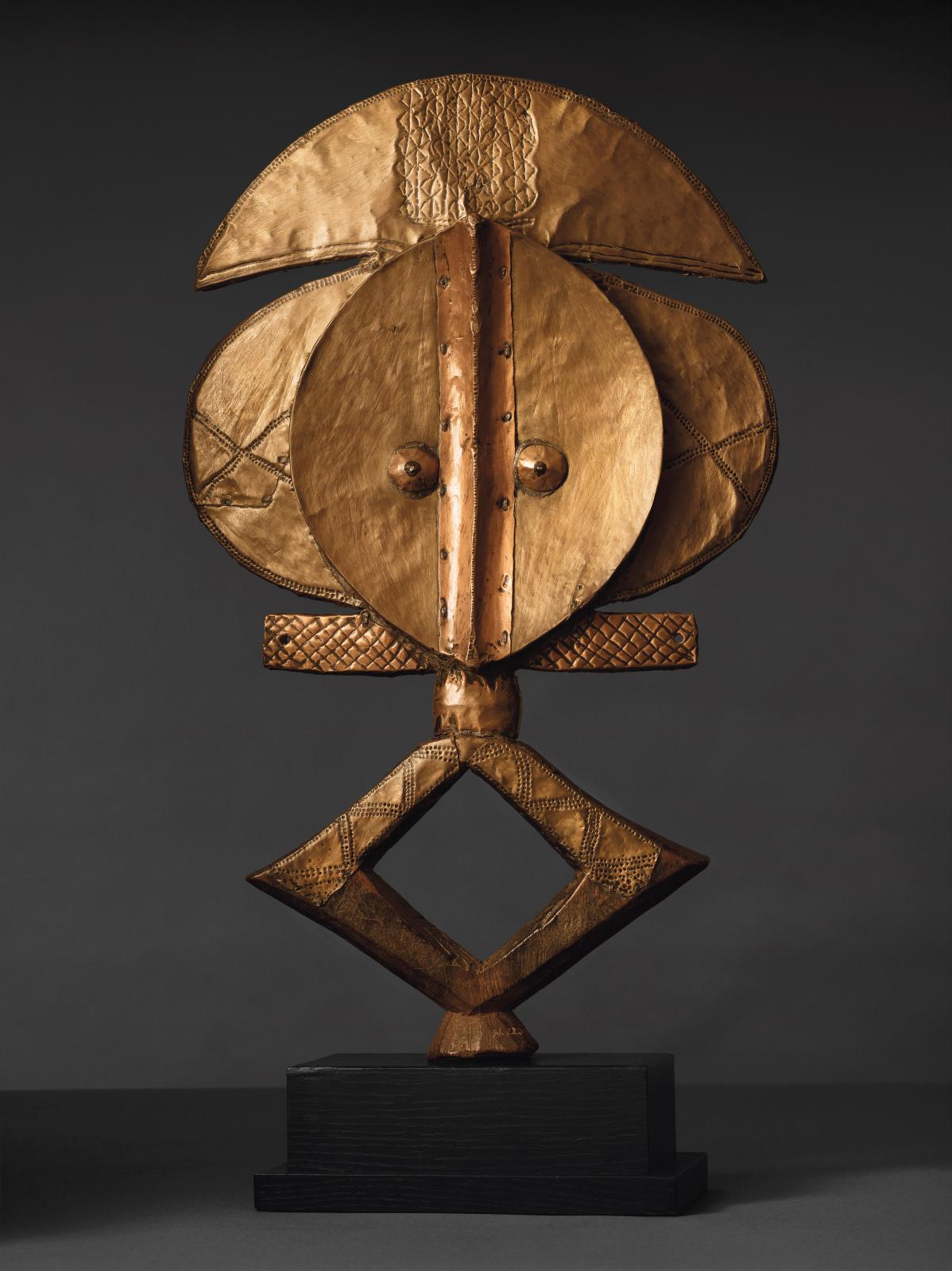 Kota, Gabon, XIXesiècle. Figure d'ancêtre, gardien de reliquaire. © Christie's LTD, photo Visko Hatfield