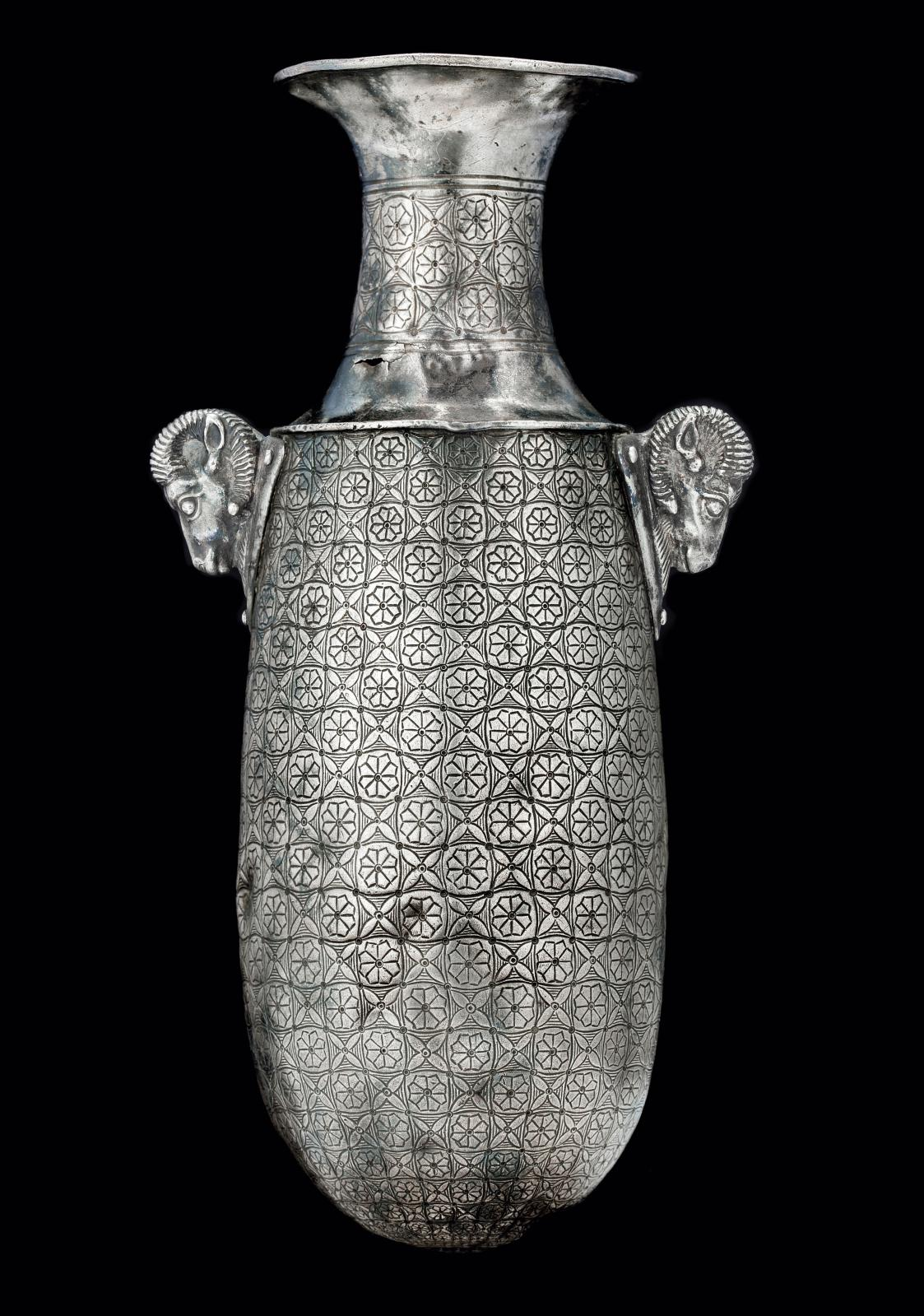 Alabastre, empire achéménide, Vesiècle av. J.-C, argent,h.26.1cm.Galerie David Aaron. Courtesy galerie David Aaron