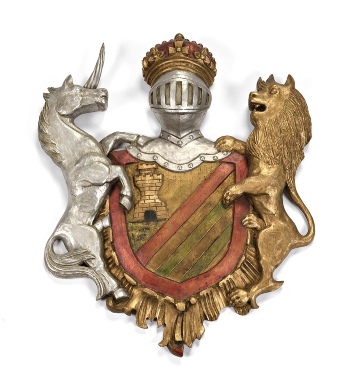 4160€ Écusson en bois à décor d'armoiries, surmonté d'un heaume couronné et encadré d'une licorneet d'un lion, 75x65cm.Paris, Drouot