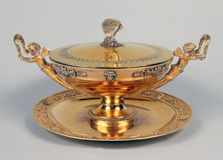 €6,000 Broth tureen with lid and presentation dish in silver gilt, Paris, 1809, hallmark of Jean-Baptiste-Claude Odiot used from 1797 to 1