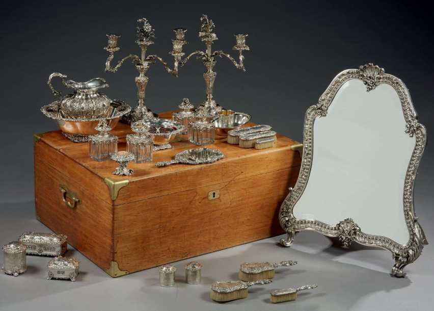 €38,887Charles Nicolas Odiot (1789-1868), silver toilet case decorated with scrolls and agraffes, gross weight 18,585 g, oak box with mono