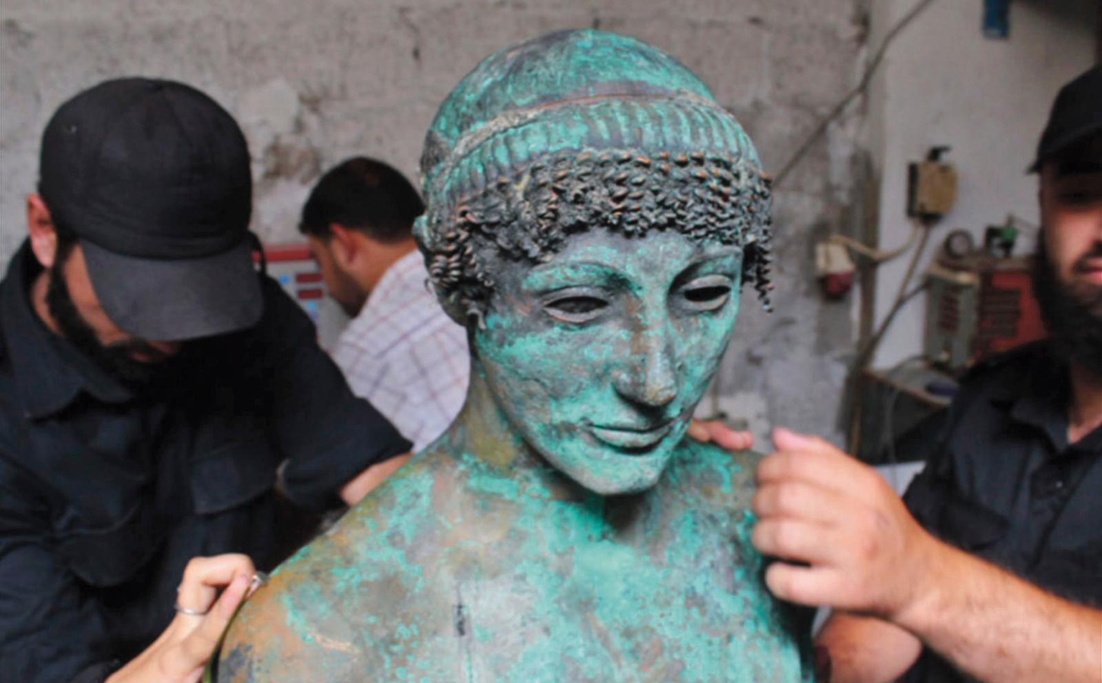 S'il venait à être authentifié, cet Apollon serait la première statue grecqued'une telle taille à être découverte au Proche-Orient. ©Akk