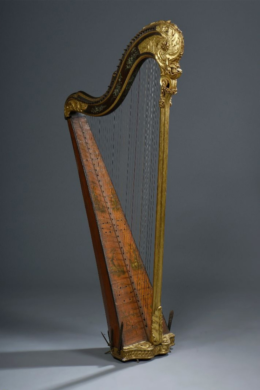 6000€ XVIIIesiècle. Harpe à 36cordes, bois peint et doré, pieds en fer, h.158cm.Drouot, 18novembre 2015.Oger - BlanchetOVV.Mme V