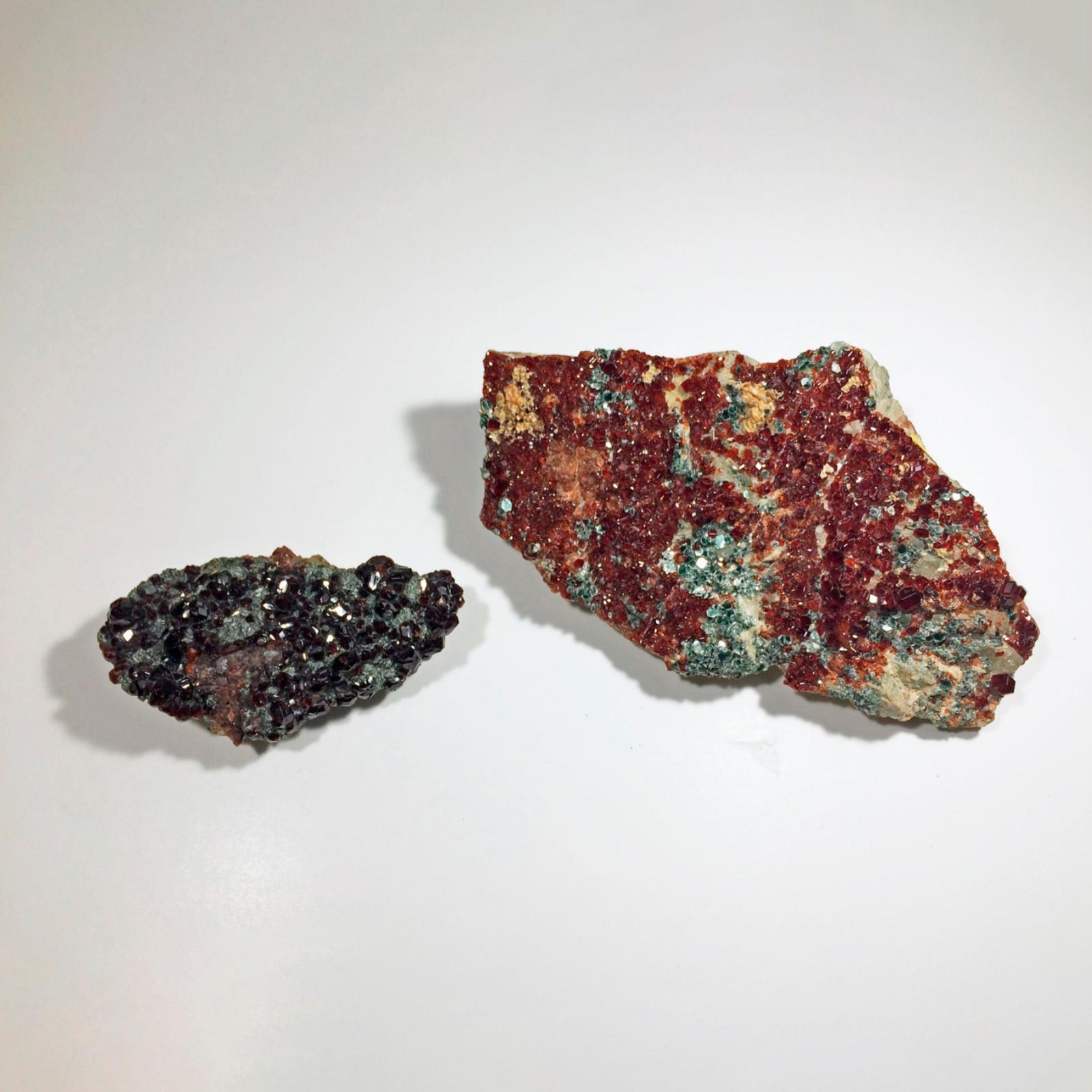230€ Lot de deux grenats, variété de spessartite (Italie et France), 7 et 12cm. Paris, salle Rossini, 17juin 2016. RossiniOVV, M.Dura