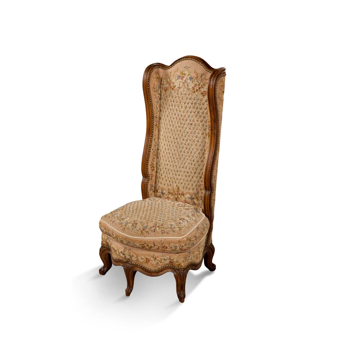 1183€ XVIIIesiècle, chaise ponteuse en bois naturel mouluré sculpté sur cinq petits pieds à enroulements, 104x45x38cm. Neuilly, 10