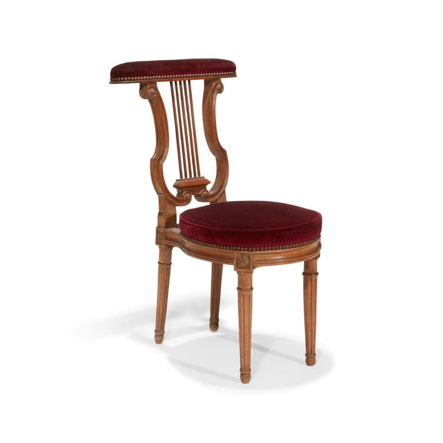 1040€ Époque LouisXVI, chaise ponteuse en hêtre à dossier ajouré, pieds fuselés et cannelés, 89x39x45cm. Paris, Drouot, 15avril 2