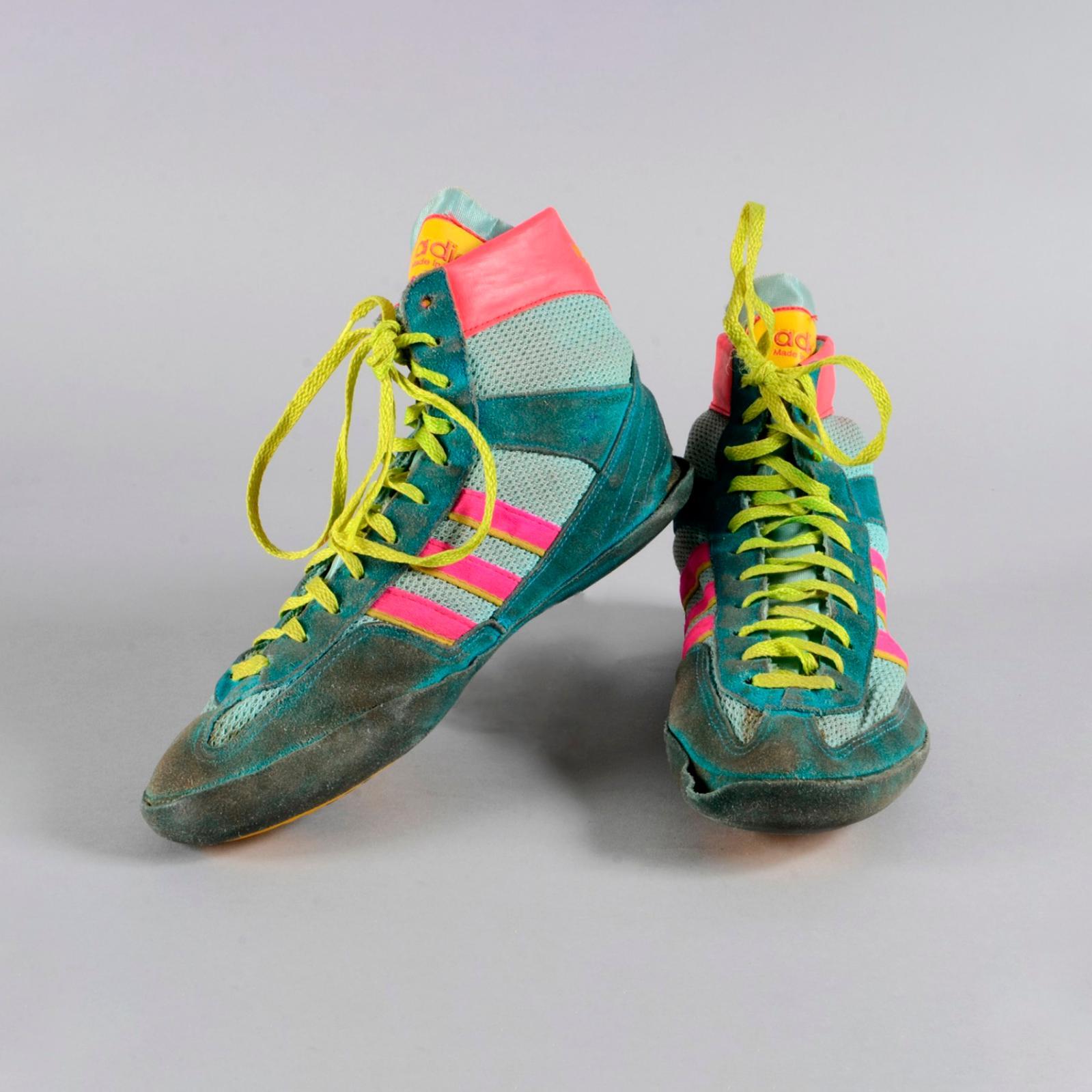 481€ Paire de chaussuresde Ghani Yalouz, médaille d'argenten lutte gréco-romaineaux Jeux d'Atlanta en 1996.Drouot, 3juin 2016.Coutau-
