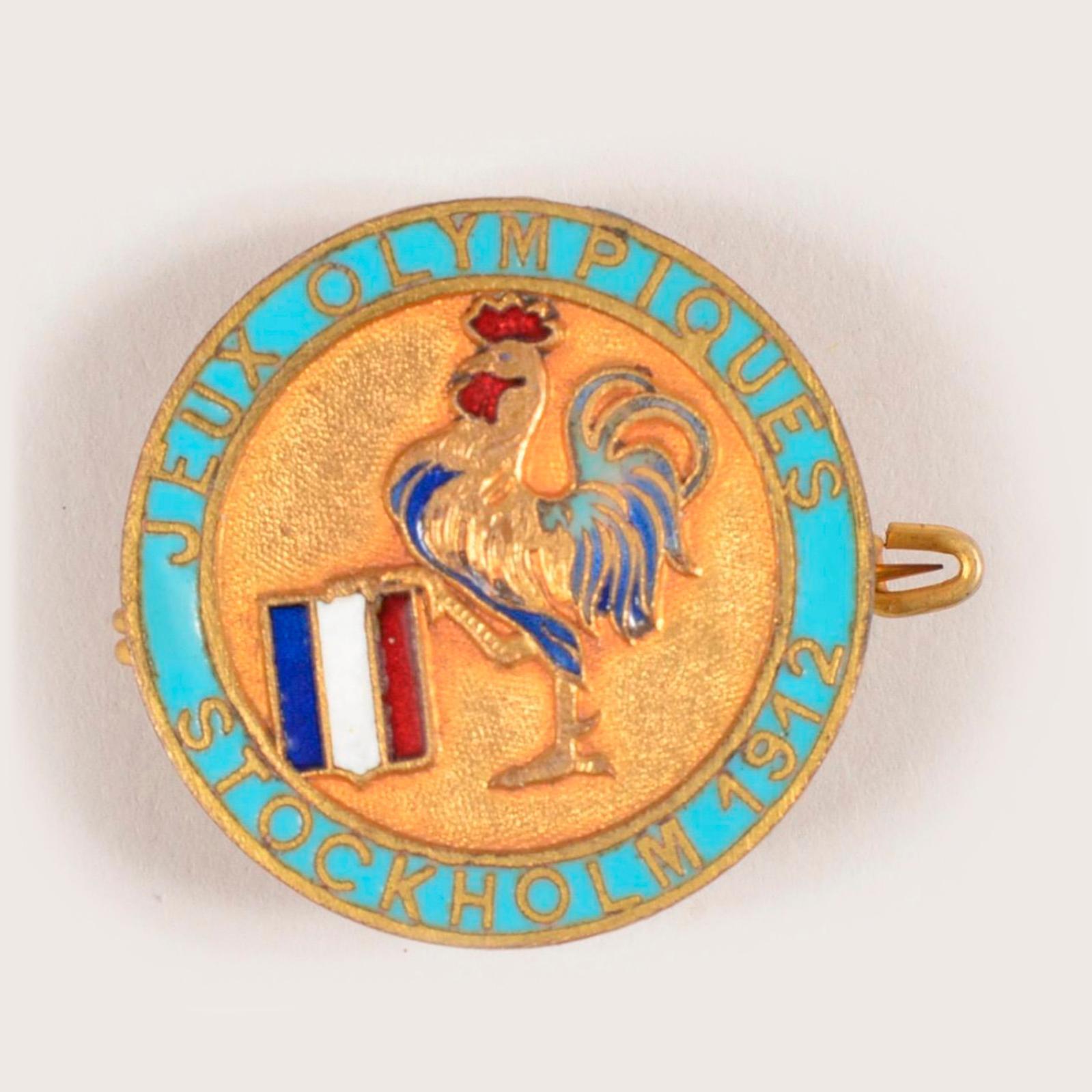 445€ Badge officiel de l'équipede France pour les Jeuxde Stockholm en 1912,doré et émaillé, diam.28mm.Drouot, 24mai 2019.Lynda Trou